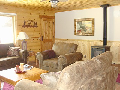 Payson cabin rental - Quaint living room